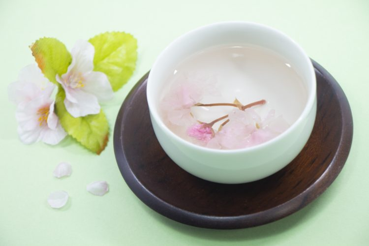 【桜が花開くおめでたい飲み物】